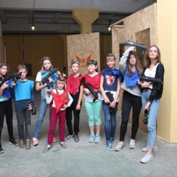 Команда детей на крытой площадке в Минске